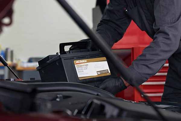 A service tehnician replacing a car's battery